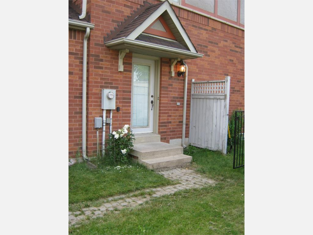 97 Quail Feather Crescent Brampton 3 Bedroom Townhouse For Rent L11965