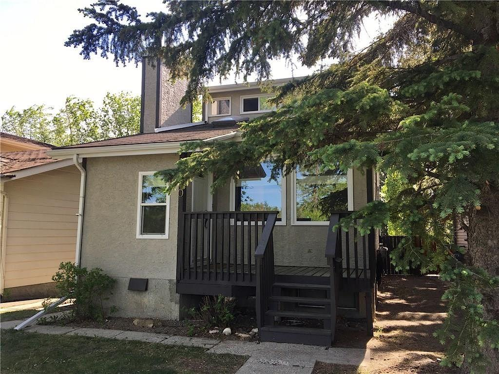 590 Strathcona Drive Southwest