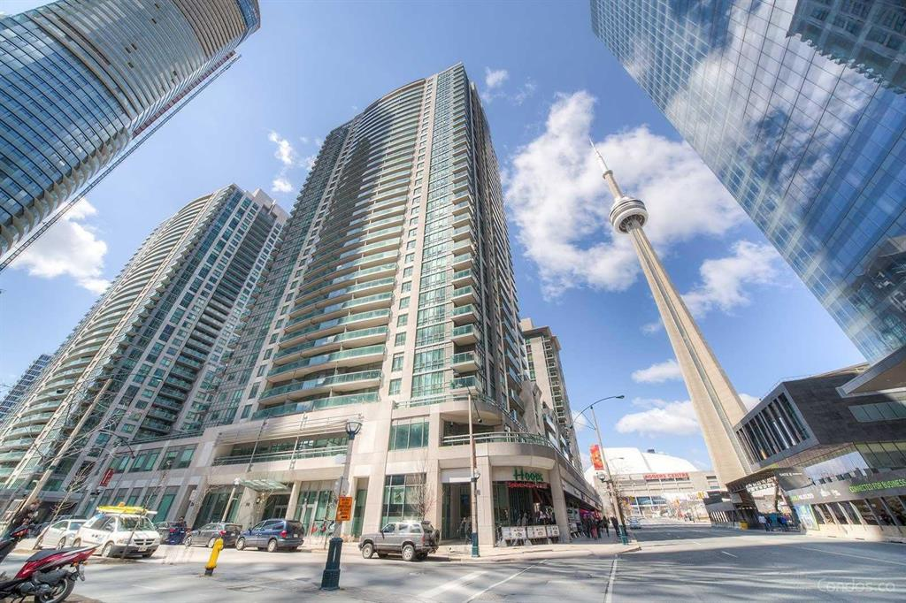 30 Grand Trunk Cres 1210